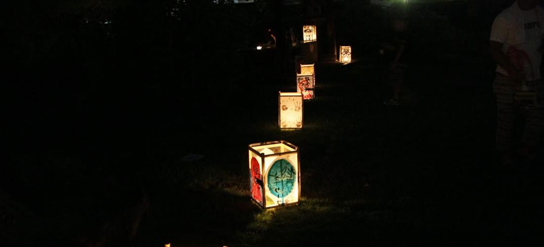 顕証寺境内の燈籠