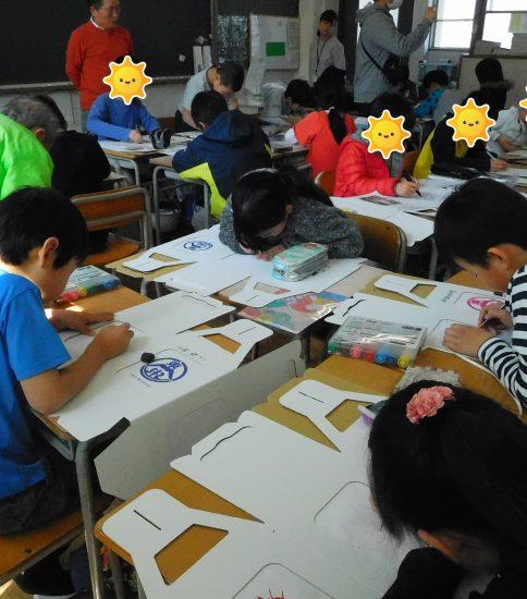 東山本小学校で紙燈籠製作体験を行いました